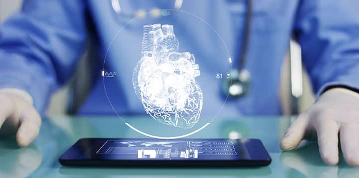 cardiologista gerenciando seu marketing médico
