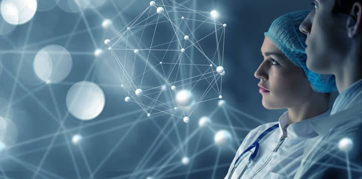 medico analizando seu marketing digital para medicos