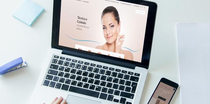 laptop mostrando site